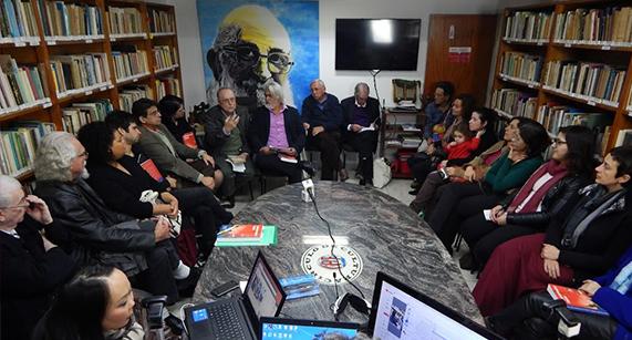 """""""Reinventando Freire"""" é lançado para comemorar os 50 anos da """"Pedagogia do Oprimido"""" e os 27 anos do Instituto Paulo Freire"""