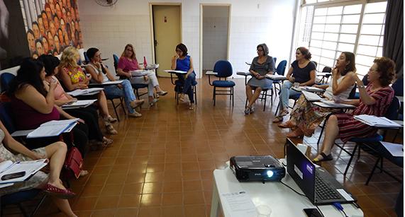 Trabalhadores(as) da Ação Social de Franca homenageiam Paulo Freire
