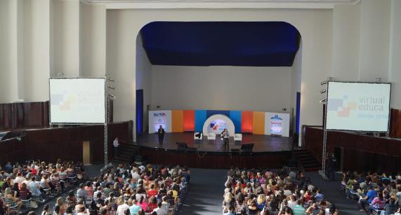 Participantes do Virtual Educa Bahia 2018 lotam teatro para ouvir sobre o legado do educador Paulo Freire